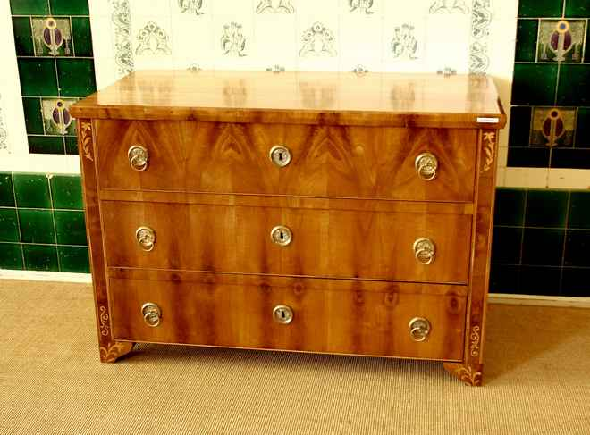 3 sch bige kommode kirsche biedermeier um 1820 hbt 87x128x62cm. Black Bedroom Furniture Sets. Home Design Ideas