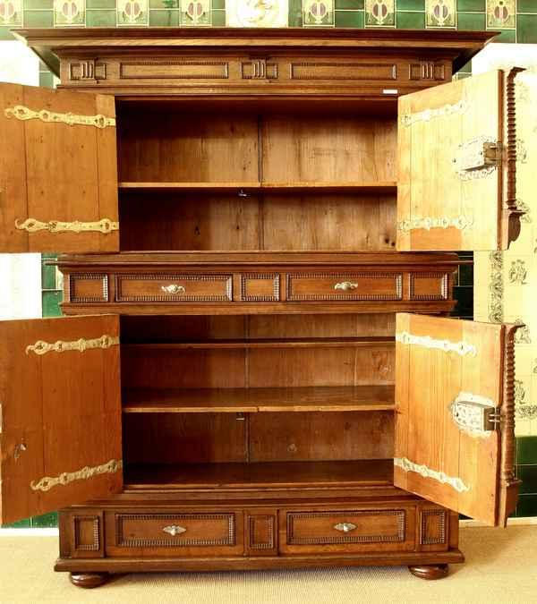 brandschrank eiche um 1690 sp trenaissance kleiderschrank hbt 225x194x73cm ebay. Black Bedroom Furniture Sets. Home Design Ideas