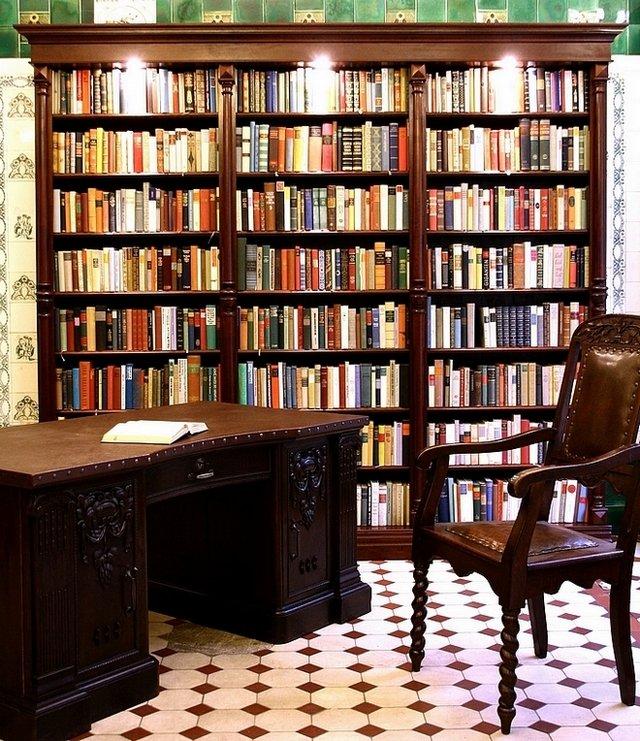 Bücherregal antik  Antike Möbel und Bücherregale aus Massivholz im Antikhaus Niehaus ...